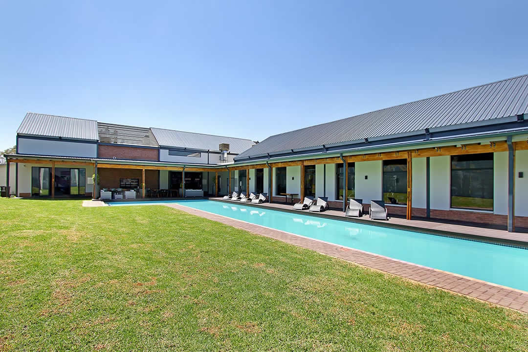 umthunzi-valley-clubhouse-pool-area