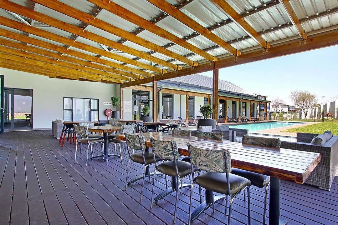 umthunzi-valley-clubhouse-veranda