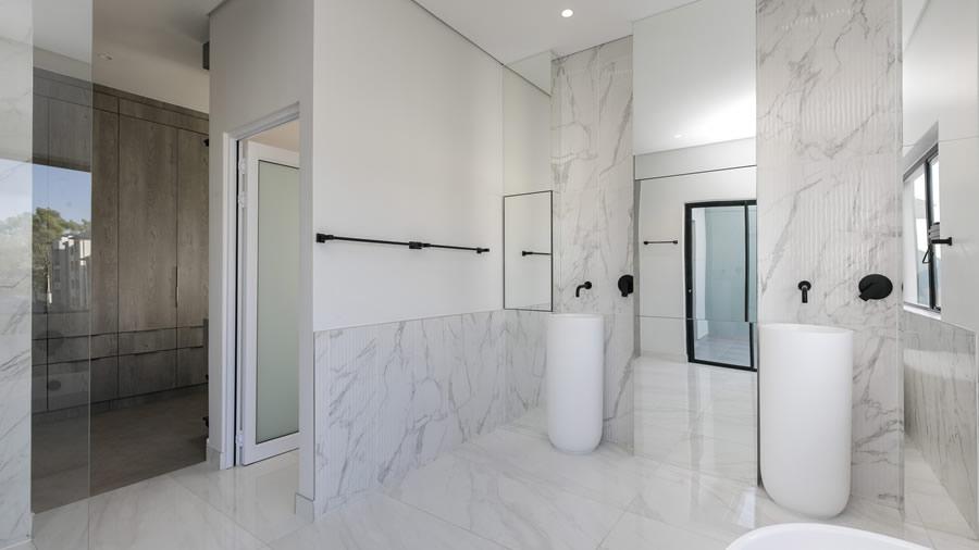 Penthouse bathroom - slider