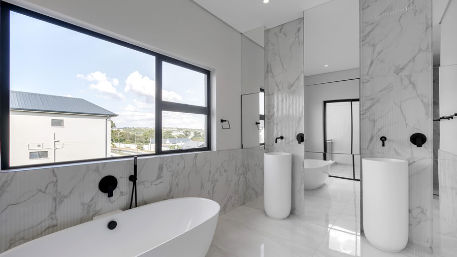 Penthouse bathroom with view - slider