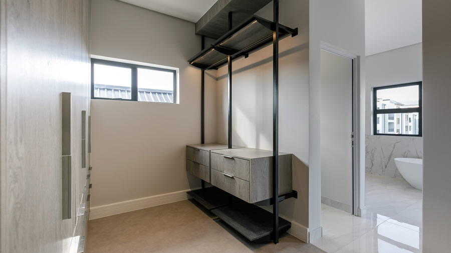 Penthouse built in cupboards - slider